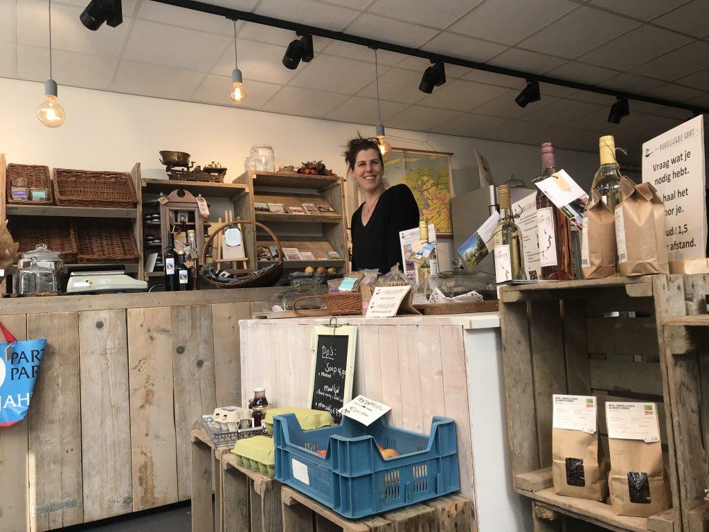 De Winkel Met Verplaatsbare Toonbank Op Wieltjes